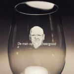 Graveren aan twee kanten van het glas