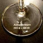 Graveren in het voetje van een wijn- of champagneglas